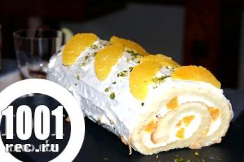 Бісквітний рулет з сирно-мандаринової начинкою