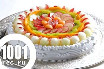 Бісквітний торт з фруктами