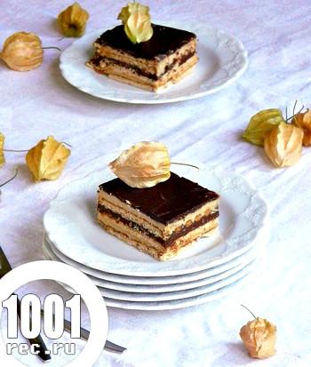 Бісквітний торт з ваніллю, ганашем і шоколадом