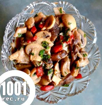 Швидкий і легкий салат з куркою, грибами і сиром