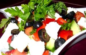 Швидкий овочевий салат з сиром
