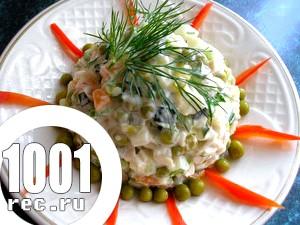 Швидкий салат Схід з морепродуктів і картоплі з огірком
