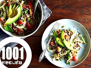 Сочевиця з овочевим салатом з авокадо