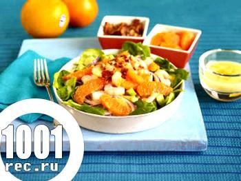 Цитрусовий салат з креветками і медової заправкою