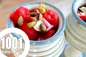 Десерт кавуновий з горіхами і інжиром