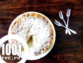 Дріжджовий торт з мигдальним штрейзелем і масленим ванільним кремом.
