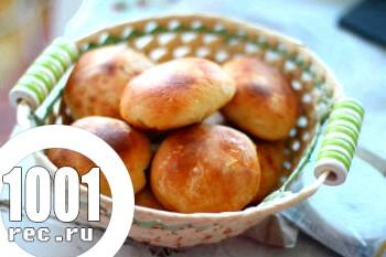 Дріжджові пиріжки з абрикосами