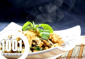 Гарячий салат з куркою, грибами і квасолею