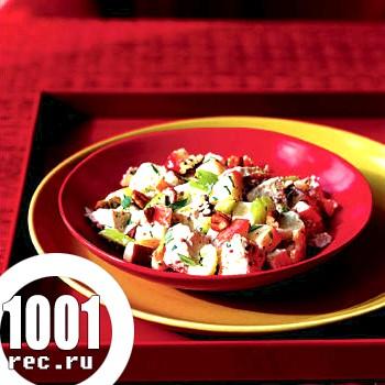 Гарячий салат з куркою та яблуками