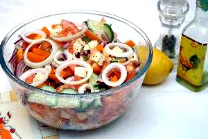 Грецький салат з креветками
