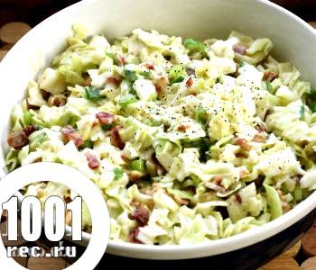 Курячий салат з капустою та родзинками