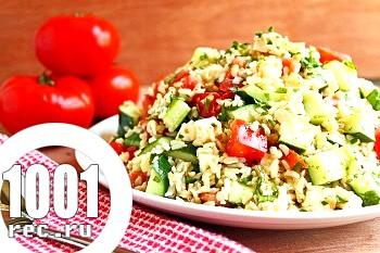 Літній салат з бринзою і коричневим рисом
