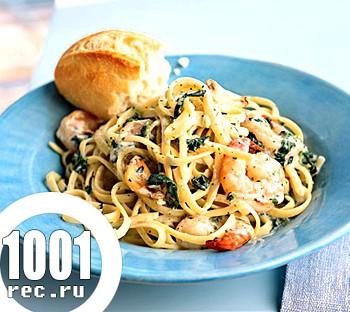 Макарони Фетучіні з креветками і шпинатом у вершковому соусі