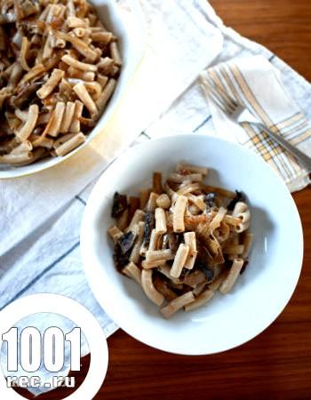 Макарони з грибами та цибулею