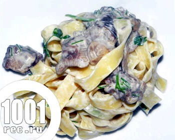Макарони з грибами в білому соусі