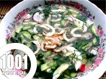 Фото - Рецепт окрошки з кальмарами на квасі зі сметаною