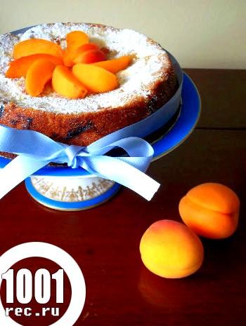 Пиріг з абрикосами в мультиварці