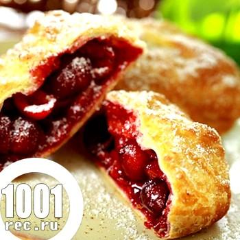Пиріжки з вишнею і малиною