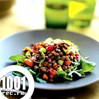 Прекрасний літній салат з сочевиці