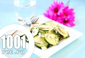 Пряний салат з огірками