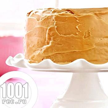 Простий торт з готових бісквітних коржів зі згущеним молоком
