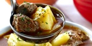 Рецепти для ледачих господарок: яловичина тушкована з картоплею
