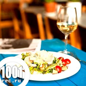 Фото - Рецепт салату Цезар з креветками і куркою