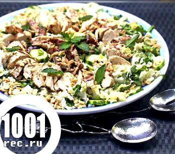 Салат з білокачанної капусти і грибів з куркою