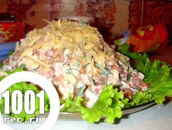 Салат з квасолі з куркою і сухариками
