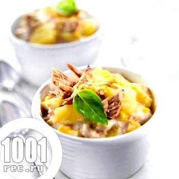 Салат з копченої курки і ананасів