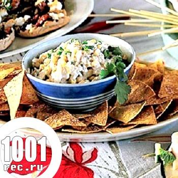 Салат з кукурудзи з чіпсами і крабовими паличками