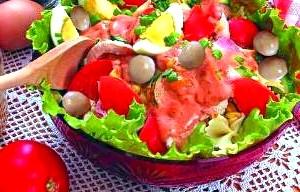 Салат з макаронів, грибів і курчати «Святковий».