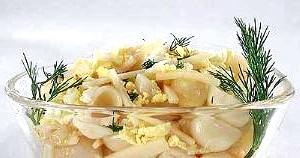 Салат з макаронів з сиром «Швейцарія».