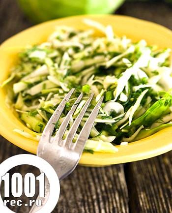 Салат з молодої капусти з огірком