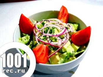 Салат з овочів і авокадо