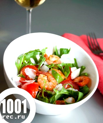 Салат з руколи з пармезаном і креветками