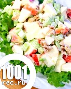 Салат з солодкого перцю зі сметаною і яблуками.
