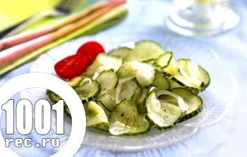 Салат з солоних огірків