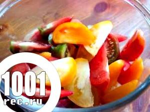 Салат зі свіжих помідорів та часнику.