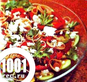 Салат зі свіжих помідорів та цибулі-порею.
