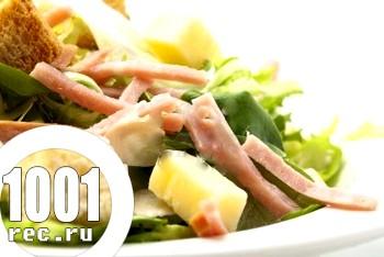 Салат з шинки з сиром і помідорами
