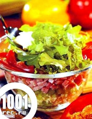 Салат із зеленого салату і шинки «До вечері».