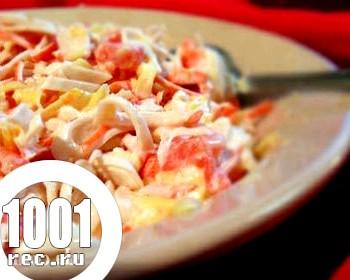 Салат з консервованими кальмарами і квасолею