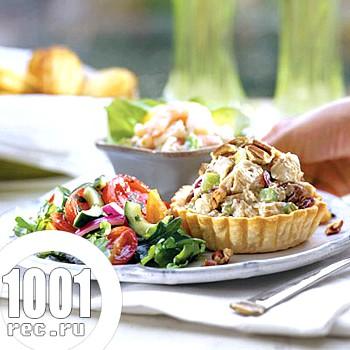 Салат з копченою куркою та креветками