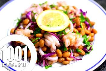 Салат з креветками, білою квасолею і гірчичним соусом