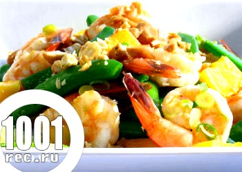 Салат з креветками, пекінською капустою і персиками