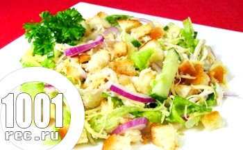 Салат з куркою і сухариками