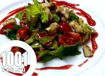 Салат з раковими шийками і кролятиною під малиновим соусом