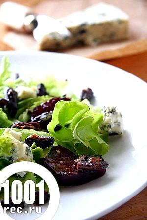Салат із зеленню, буряком і блакитним сиром