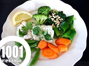 Щука з овочами на пару в мультиварці